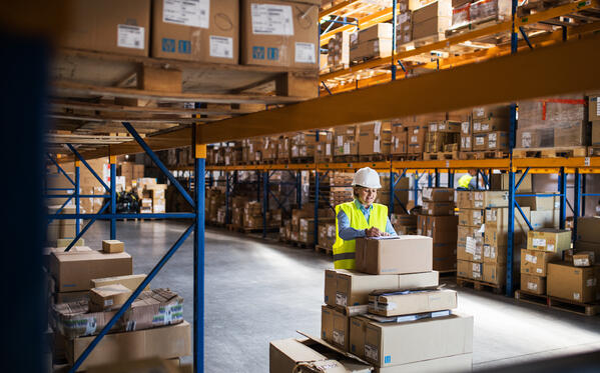 SAP SCM woman in warehouse